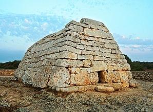1500 años en las piedras de Naveta dels Tudons